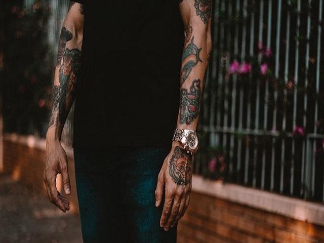 Tattoo-Schmerzen: Hilfe gegen Schmerzen beim Tätowieren