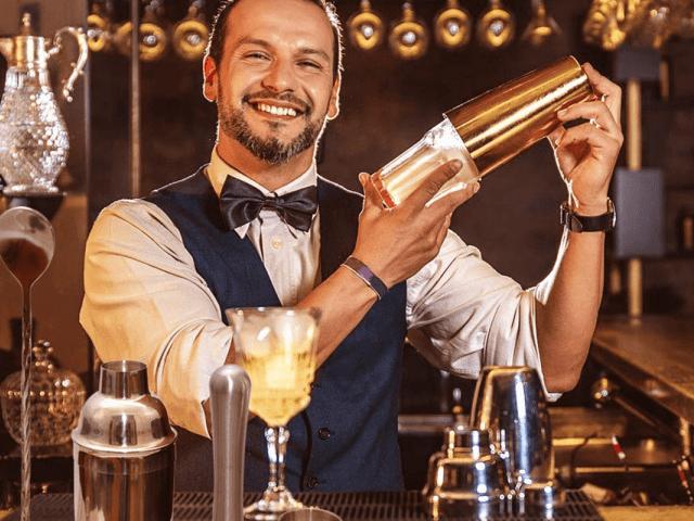 Die Schritt-für-Schritt-Anleitung zum richtigen Cocktail-Shaken